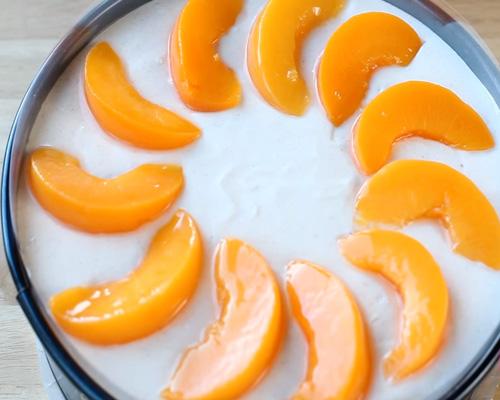 готовим творожный торт суфле без выпечки с фруктами