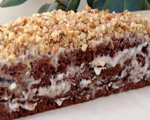 готовый шоколадный торт со сметанным кремом