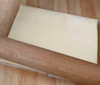 как сделать пирог из готового слоеного теста с творогом
