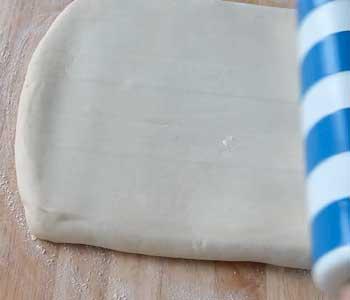 готовим вкусный пирог из слоеного теста с творогом несладкий