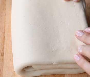 приготовление пирога из слоеного теста с творогом