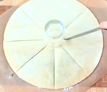 как делать пирог с творогом из слоеного бездрожжевого теста