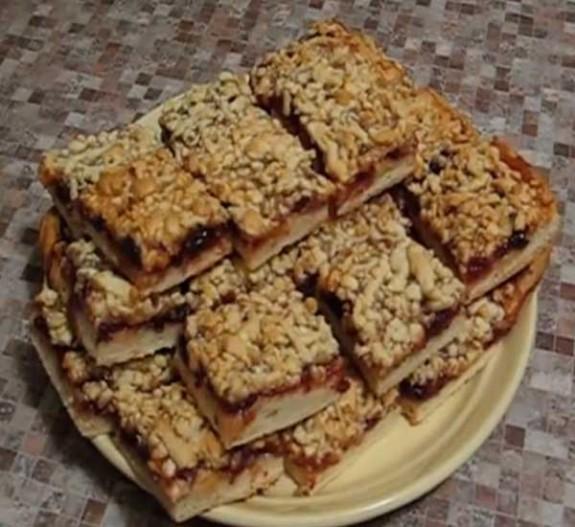 Пирог с вареньем из черной смородины рецепт с фото