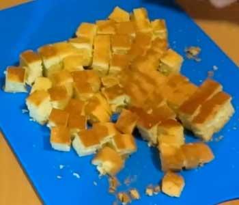 простой и вкусный быстрый рецепт бисквитного сметанного торта с фруктами и ягодами