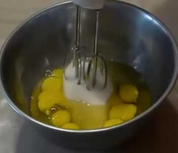 как сделать торт из бисквитных коржей со сгущенкой