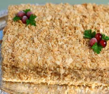 как украсить закусочный торт наполеон с рыбной консервой и сыром
