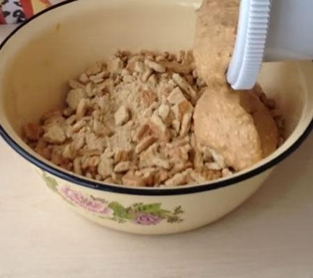 простой и вкусный торт муравейник из печенья и вареной сгущенки