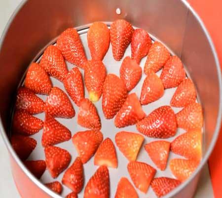 как приготовить заливной творожный торт с ягодами малины, клубники пошаговый рецепт с фото